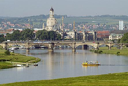 gold dresden frauenkirche